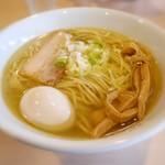 麺堂稲葉クキスタイル - スープは鶏だけを使用した清湯で黄金かつクリア