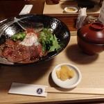ゑびや大食堂 - 松阪牛ローストビーフ丼