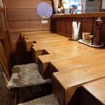 信州小麦ラーメン 亀屋  - 店内カウンター席