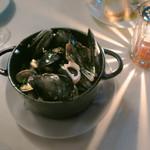 トミガヤ テラス - ムール貝のワイン蒸し