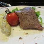 54015574 - 左からアーティチョークのコンフェ、焼トマト、見蘭牛もも肉のノンオイルソテー