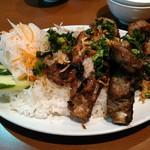 サイゴン - スペアリブと豚皮ご飯