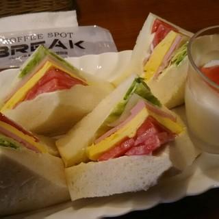 ブレイク - 料理写真:ハーフミックスサンドセット(デザートコーヒー付)