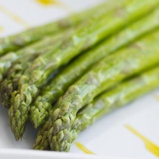 野菜が豊富なランチ、テーマにこだわったディナーの各ブッフェ