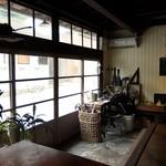 暖木 - 店内(入ったところ)
