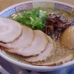 博多だるま - チャーシュー麺、半熟玉子