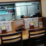 勝蔵 - 内観・カウンター席と厨房