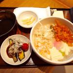 神楽坂 茶寮 - 五穀粥セット 選べるおばんざいはナスとトマトの麻婆