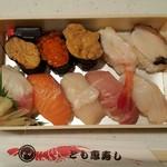 とも恵寿し - 料理写真:とも恵寿し 1620円 (折り+108円)