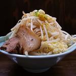 麺屋 滝昇 - ラーメン(大盛、ニンニク、タマネギ、ヤサイダブル)