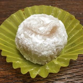 御菓子司 幸福堂 - 料理写真:パイナップル大福 170円