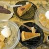 HUG.CAFE - 料理写真:わらび餅、バナナケーキ、ガトーショコラ、ベイクドチーズケーキ=16年7月
