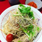 千里眼 - 上から(^^)トマトや生野菜たっぷり! 手前に大きな鶏肉!