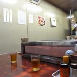 江戸川食堂 - 店内 このカウンターの色イイ