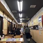 きくよ食堂 - 各界の有名人のサイン色紙がずらり!