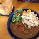 COUZT CAFE - 野菜たっぷり玄米カレー(ハーフ)、オーガニックミックスジュース