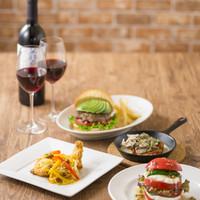 モスクラシック - ワインとハンバーガーが楽しめるフルサービスレストラン