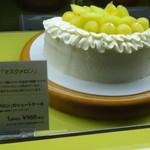 カフェ・コムサ - マスクメロンのショートケーキ(ガラスケース内)