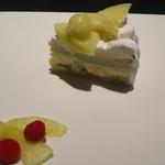 カフェ・コムサ - マスクメロンのフルーツケーキアイス