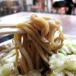 大鹿 - 名物の皿うどん480円。麺は、塩胡椒味のトッピン具とは別に濃いめの醤油?系味に仕上げられてます。