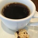 ピッツェリアバール ドォーロ - コーヒーにはビスコッティが付きます。