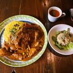 アラビック酒場 タムタム・クラブ - チキンと塩レモンのカレー (スープ、サラダ付き)