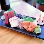 寿司居酒屋 日本海 - 刺身盛り合わせ