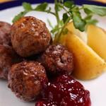 レストラン ストックホルム - スウェーデン風ミートボール リンゴンベリーソース添え