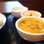 バンコクスパイス - ランチはスープ、サラダ、デザート付き