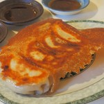 ゆるり 中華食堂 癒食同源 - ジューシーな七色豚の焼き餃子