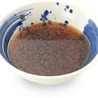 秘伝の醤油だれの決め手は天然本醸造「フジトラ醤油」