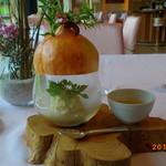 54166592 - フォアグラのテリーヌ 玉葱のピューレとバルサミコ酢のソース                       吉野杉の香り