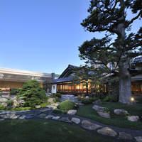 三瀧荘 - 樹齢400年の樅の木が庭園を飾ります