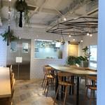 フードスケープ - 店内 2階イートインスペース