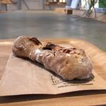 フードスケープ - いちぢくとカシューナッツのライ麦パン 213円