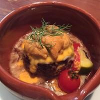 国産和牛粗挽き肉のミートボールのオーブン焼き 北海道産雲丹と卵黄とチーズのソース
