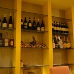 DINING de LAPiN - お酒のボトルがいっぱい