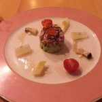 54201489 - 鮪・アボカドのタルタルと季節野菜のマリネ