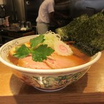 神田 勝本 - 丼、形状