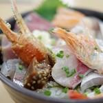 おかもと鮮魚店  - 海鮮丼アップ