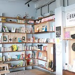 VOID A PART - 内観写真:BOOKコーナー。