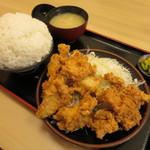 とんかつ 麻釉 - ランチから揚げ定食860円(内税)。