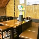 ストライク軒 - 店内(テーブル席)