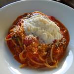 ラッテリア ベベ カマクラ - リコッタチーズと野菜のトマトソース