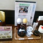 とんかつ富留川 - 【2016.8.1(月)】テーブルにある調味料