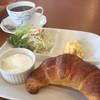 プリエール - 料理写真:ブレンドコーヒー400円とAのクロワッサンモーニング