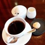 レストラン AKIOKA  - パスタランチ 食後のお飲み物(ブレンドコーヒー&自家製サブレ(ジンジャー)2016/08