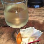 54334731 - 白ワインと口取りの野菜スティック