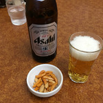 中華新楽 - ビール 中=500円 柿ピー付