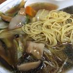 中華新楽 - 麺は こんなんです
